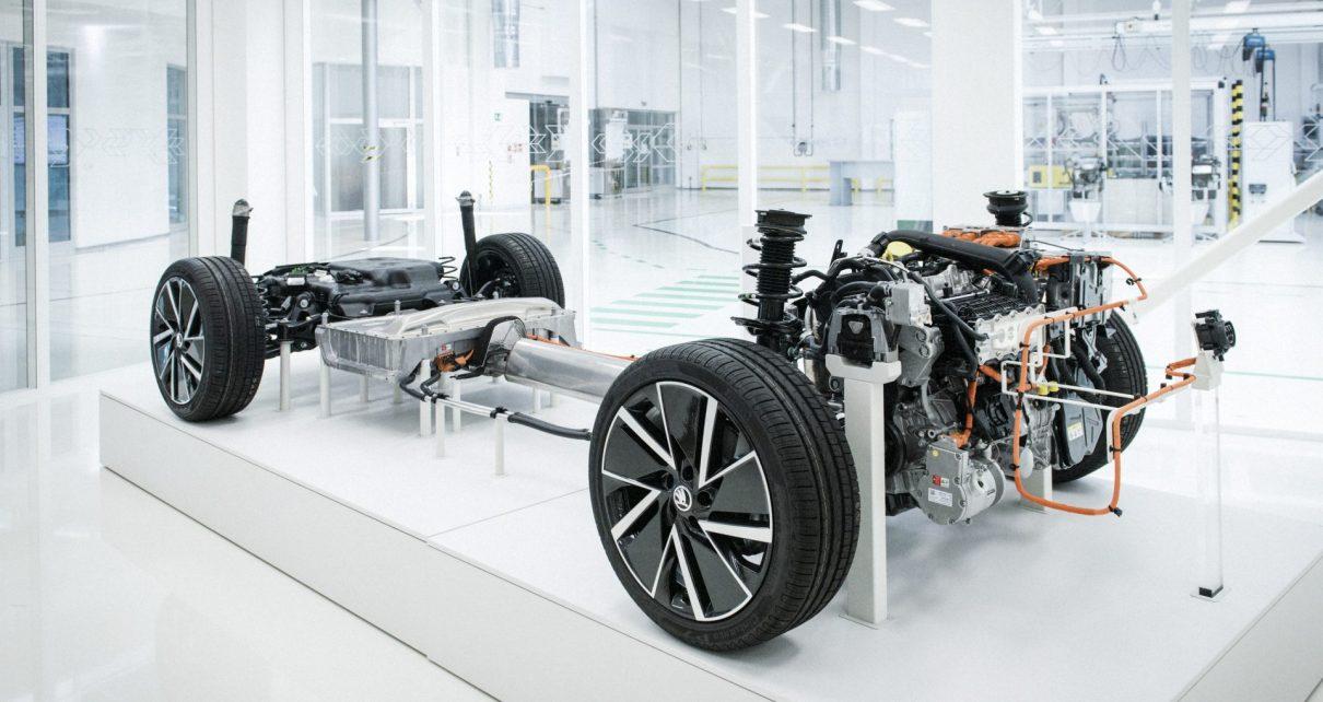 Šasi modelu SUPERB iV Modul baterií je umístěn před zadní nápravou pod podlahou vozu.