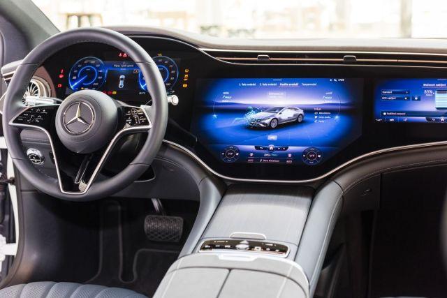 2021-Mercedes-Benz_EQS-6