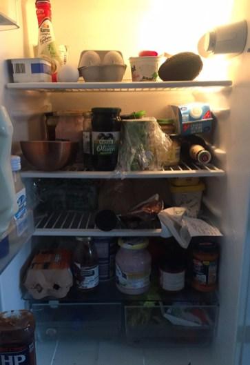 Unser Kühlschrank vorher: unübersichtlich und unaufgeräumt