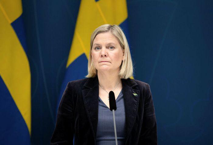Magdalena Andersson presenterar under presskonferensen det nya omsättningsstödet