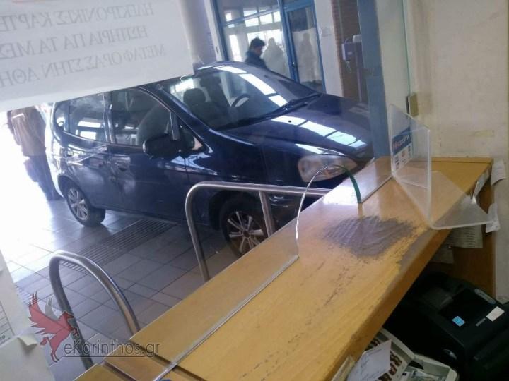 Απιστευτο!!! Μπήκε με το αυτοκίνητο στα εκδοτήρια του προαστιακού !!!