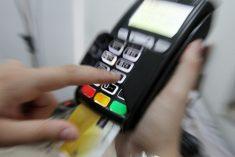 «Διπλοί κατάλογοι»: Άλλη τιμή για μετρητά, άλλη για POS