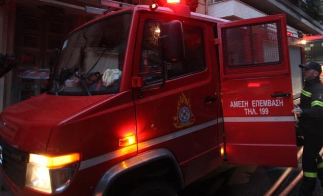 Πυρκαγιά τη νυχτα στους Αγ.Θεοδώρους – κοντά στις εγκαταστάσεις της Motor Oil