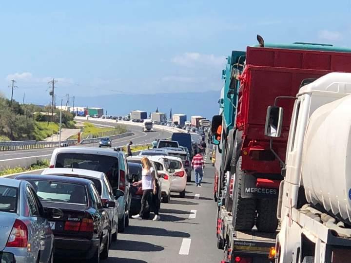 Απίστευτη ταλαιπωρία των οδηγών στο δρόμο Ξυλοκαστρου