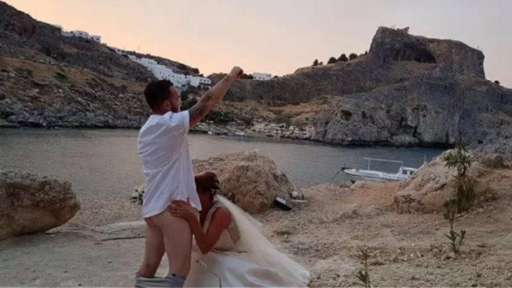 Ακυρώθηκαν 300 πολιτικοί γάμοι τουριστών στη Λίνδο εξαιτίας του… γαμήλιου στοματικού σεξ