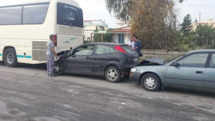 Τώρα καραμπόλα με τέσσερα οχήματα στο Κιάτο