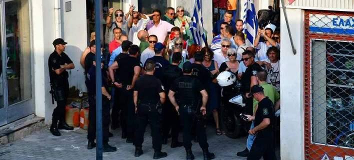 Αποδοκιμασίες για τον Πετρόπουλο στο Αργος -Συνθήματα κατά του ΣΥΡΙΖΑ για τη Μακεδονία