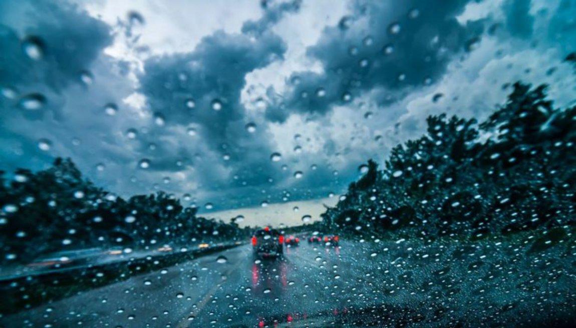 Με καταιγίδες η σημερινή μέρα – Στους 31 βαθμούς η θερμοκρασία