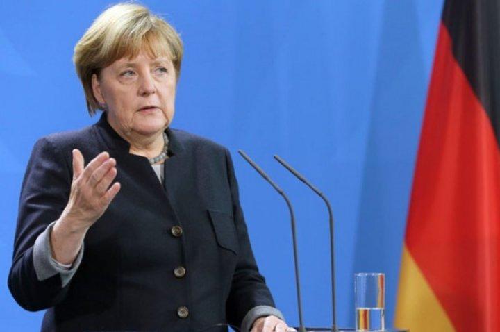 Υλοποιείται η συμφωνία Τσίπρα-Μέρκελ για το προσφυγικό – Ικανοποίηση από την καγκελάριο