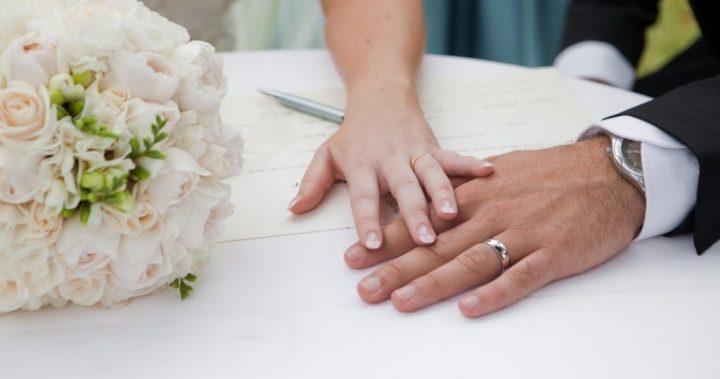 «Μαϊμού» ιερείς πάντρευαν ζευγάρια σε κτήμα στη Βαρυμπόμπη -Άκυροι περισσότεροι από 50 γάμοι