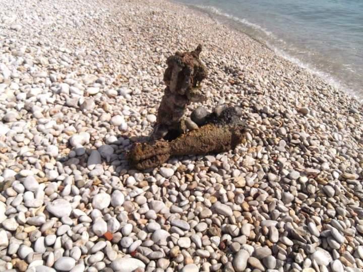 Δυο οβίδες βρέθηκαν από δύτη στην παραλία Αγιων Θεοδωρων