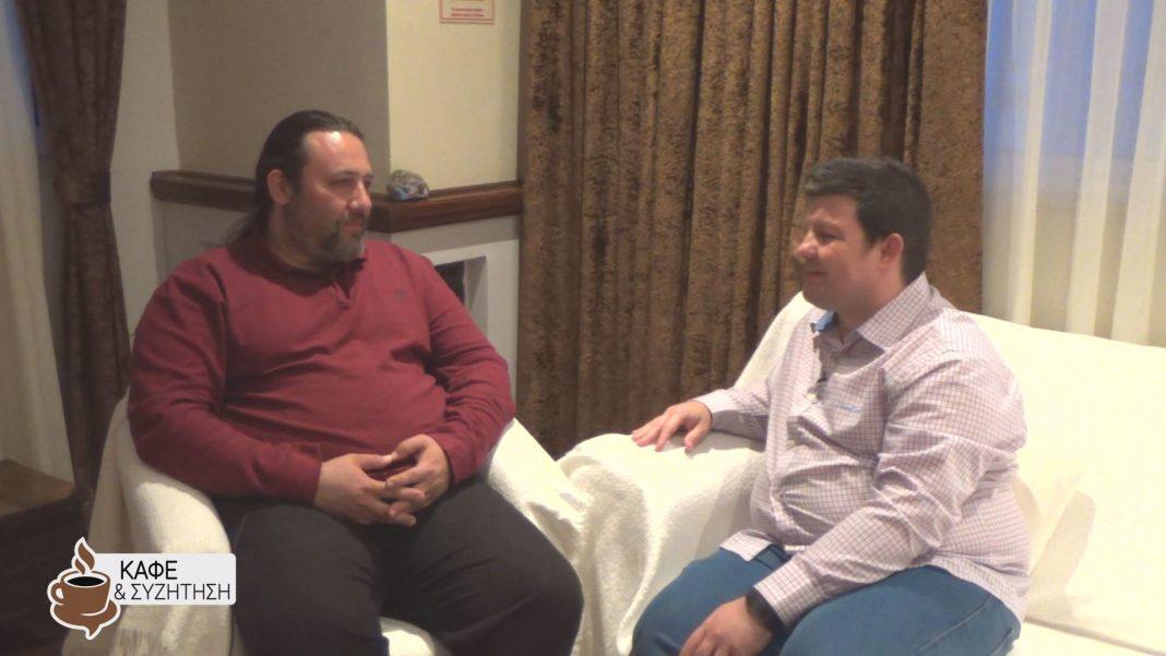 Καφές και συζήτηση με το Βασίλη Μπαλάφα