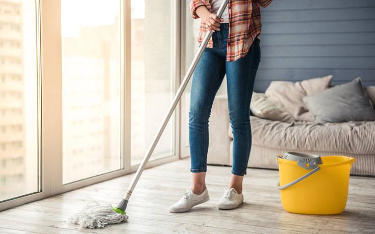 Πώς να μη μυρίζει άσχημα το σπίτι μετά το σφουγγάρισμα