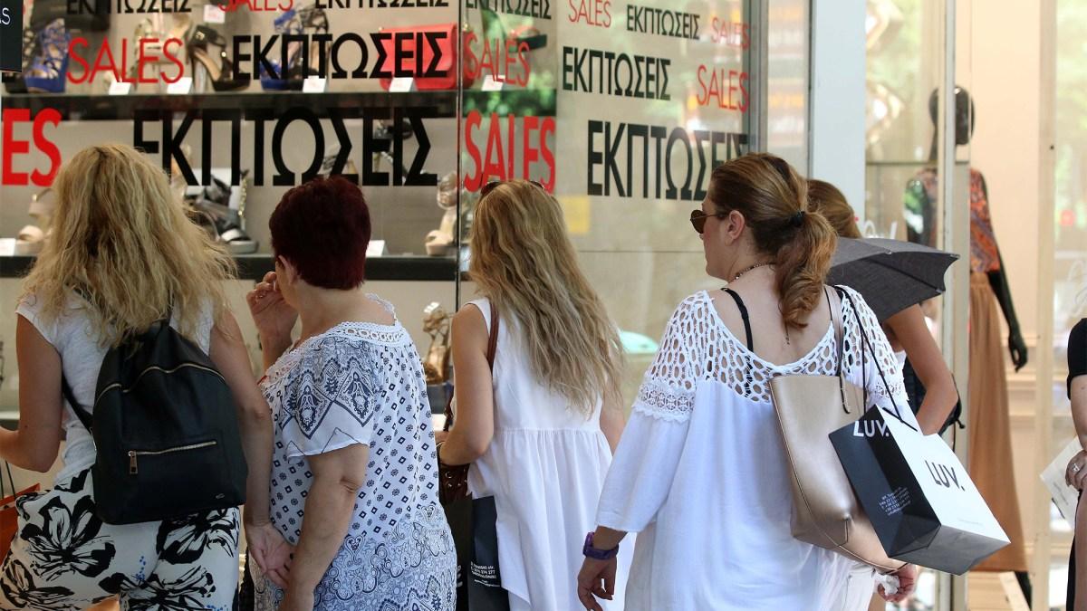 Σε χαμηλά επίπεδα ο πασχαλινός τζίρος των καταστημάτων – Στις ενδιάμεσες εκπτώσεις ποντάρουν οι έμποροι