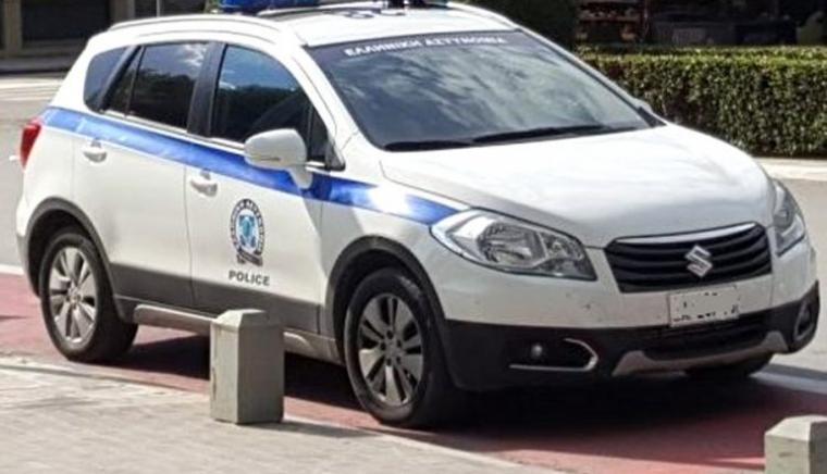 Πήραν τις πινακίδες από περιπολικό για παράνομο παρκάρισμα στην Κόρινθο!