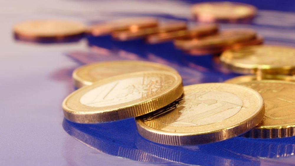 Το χαμηλό κόστος δανεισμού αλλάζει τα δεδομένα για τα πλεονάσματα