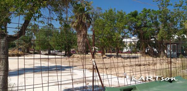 Φτάνει πια. Εδώ και περίπου ένα χρόνο, η κεντρική πλατεία-πάρκο της Κορίνθου «περιβολάκια», καρκινοβατεί…………