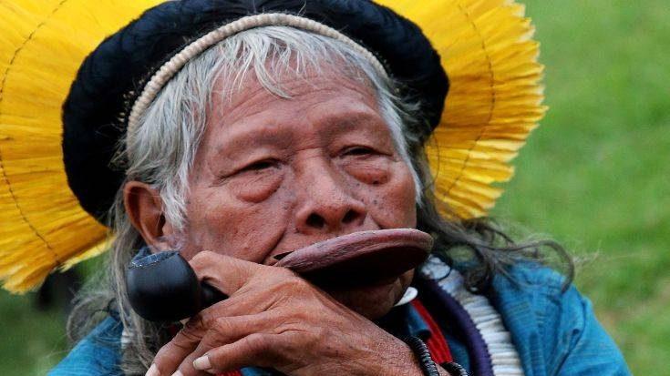 Ινδιάνοι: «Ο Μπολσονάρου υποκινεί καλλιεργητές και εξορυκτικές εταιρείες να βάζουν φωτιές στον Αμαζόνιο»