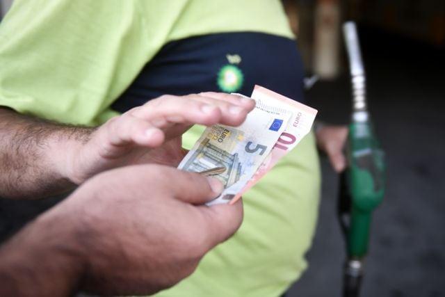 Eξετάζεται η επιστροφή του ΕΦΚ πετρελαίου στους αγρότες Εντός Οκτωβρίου σχεδιάζεται να τεθεί σε δημόσια διαβούλευση το πολυνομοσχέδιο του υπουργείου Αγροτικής Ανάπτυξης και Τροφίμων για τον αγροτικό τομέα της χώρας
