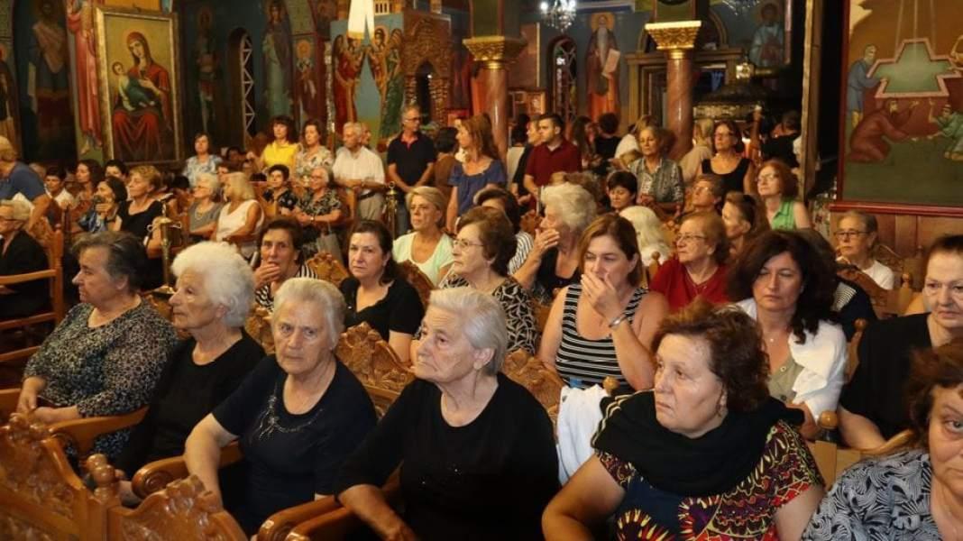 Φωτορεπορταζ και βίντεο από τον εορτασμό του Ι.Ν Παναγίας Γιάτρισσας στο Λουτράκι