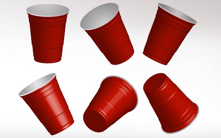 Γιατί τα πλαστικά ποτήρια μιας χρήσης έχουν γραμμές