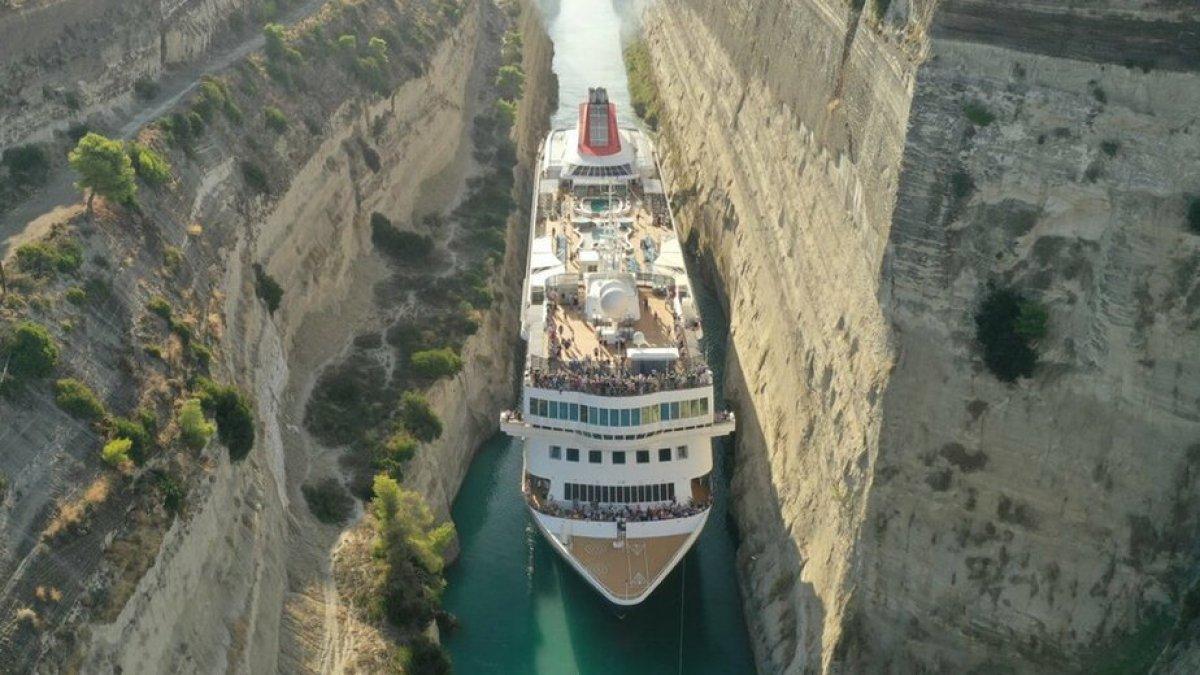 Το μεγαλύτερο κρουαζιερόπλοιο πέρασε από τον Ισθμό της Κορίνθου (φώτο)