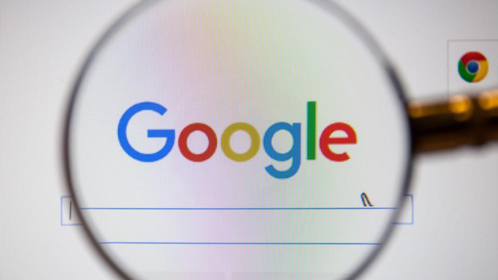 Πυρά της WSJ κατά της Google: Αλλάζει τους αλγόριθμους για να ευνοεί μεγάλες επιχειρήσεις