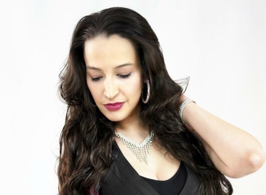 Η Sofia Katsaros μας δίνει με το Perfect ελπίδα για το καλοκαίρι