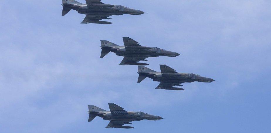 Ελληνικά αεροσκάφη πετούν πάνω από τα Σκόπια – Καλωσορίζουν την ένταξη στο ΝΑΤΟ