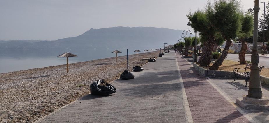 Συνεχίζονται οι εργασίες στην παραλία Καλάμια