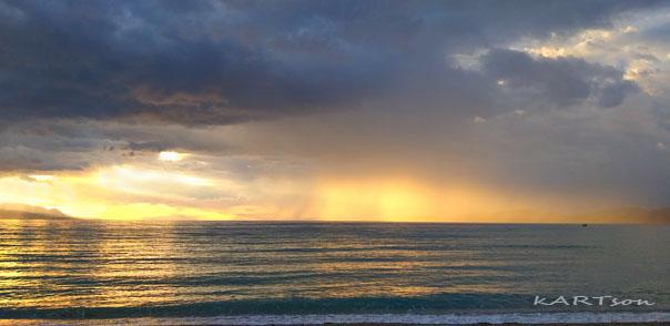 """6 φωτογραφίες από την παραλία """"Καλάμια"""" σήμερα."""