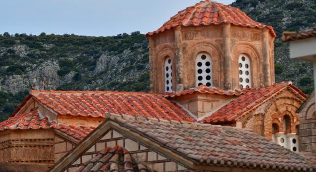 Εκκλησίες: Παρατείνονται ως τον Ιούλιο τα περιοριστικά μέτρα, αυξάνεται το όριο χωρητικότητας