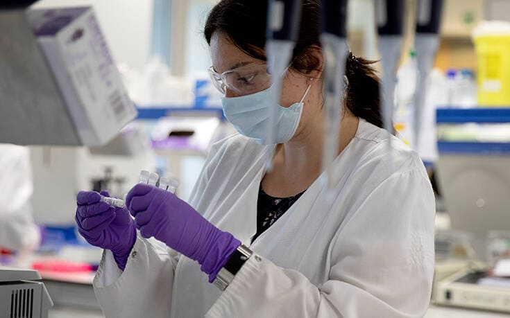 Η Βρετανία απέχει από το πρόγραμμα της ΕΕ για τα εμβόλια κατά του κορονοϊού