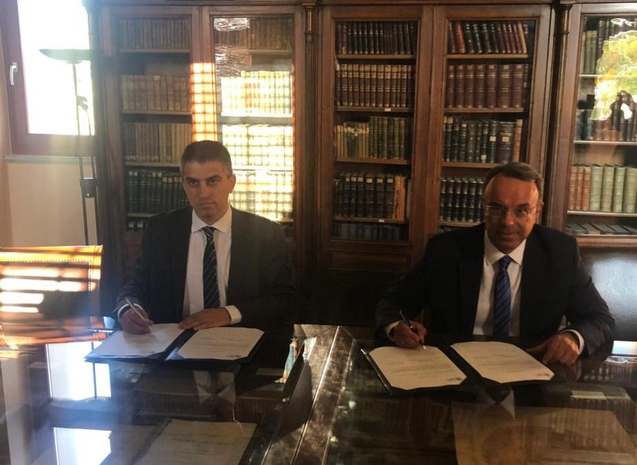 Ο Υφυπουργός Ανάπτυξης και Επενδύσεων, Χρίστος Δήμας, στην τελετή υπογραφής των συμβολαίων με την Ευρωπαϊκή Τράπεζα Επενδύσεων