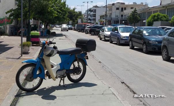 Μάλλον, κάποιο λάθος κάναμε με τους ποδηλατοδρόμους, σε αυτήν την πόλη. (2 φωτογραφίες έτσι για δείγμα)