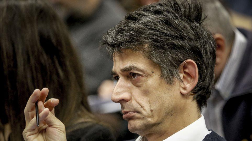 Καρανίκας-Τσίπρας: Μαλλιά-κουβάρια στον ΣΥΡΙΖΑ μετά τις ένθεες ευχές του προέδρου του κόμματος