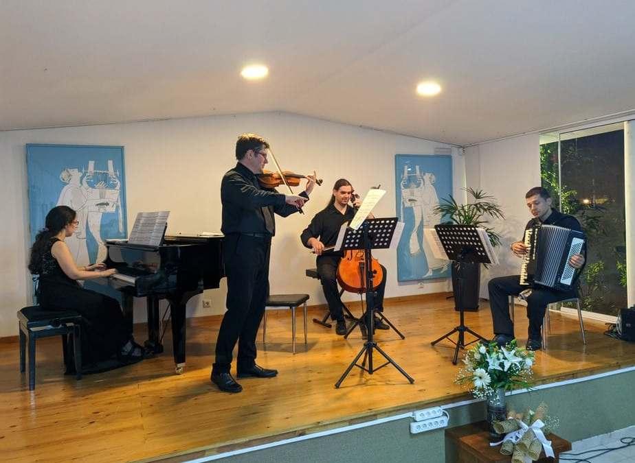 Δείτε ολόκληρη τη συναυλία του Καλογεροπουλείου αφιερωμένη στην Αγγελική Γιώτη Νανοπούλου με το διεθνούς φήμης βιολιστή Mariusz Monczak