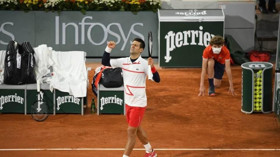 Roland Garros: Με Τζόκοβιτς στα ημιτελικά ο Τσιτσιπάς