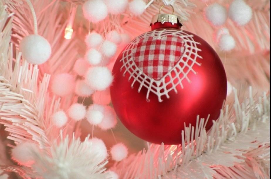 Οικογενειακή διασκέδαση – Διακόσμηση χριστουγεννιάτικου δέντρου