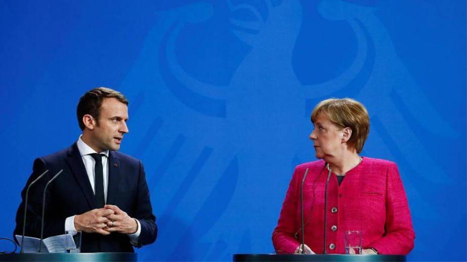 """Ο Μακρόν ανάβει τα """"φώτα"""" της Ευρώπης και """"αποκεφαλίζει"""" τη Γερμανία"""