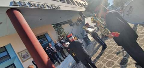 Τα κάλαντα της φιλαρμονικής του Δήμου Κορινθίων στο Δημαρχείο Κορινθου