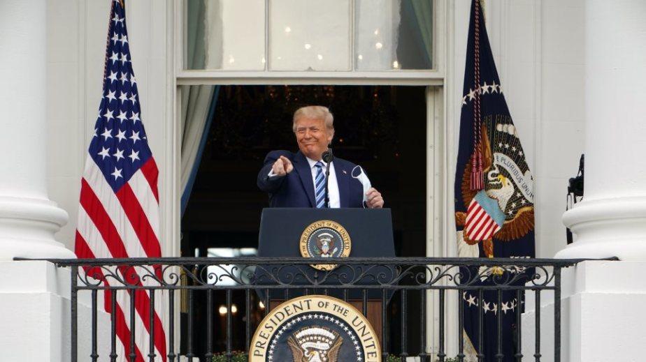 Σόου Τραμπ λίγο πριν την αποχώρησή του: Αμφισβητεί το αποτέλεσμα και καλεί τον Πενς να παρανομήσει
