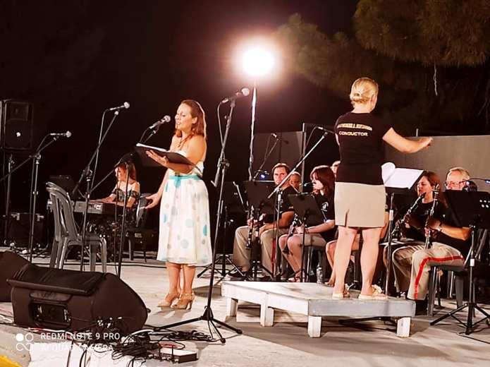 Εκπληκτική η συναυλία της φιλαρμονικής Κορίνθου με τον Παναγιώτη Καρούσο για τα 200 χρόνια της απελευθέρωσης της Ελλάδας στην Αρχαία Κόρινθο