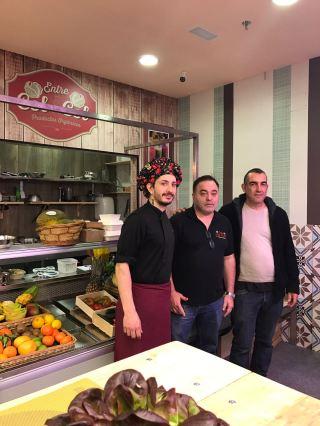 El chef Luca Gatti, Javier Razola de Entre col y col y Julián Villar, de Ekotania