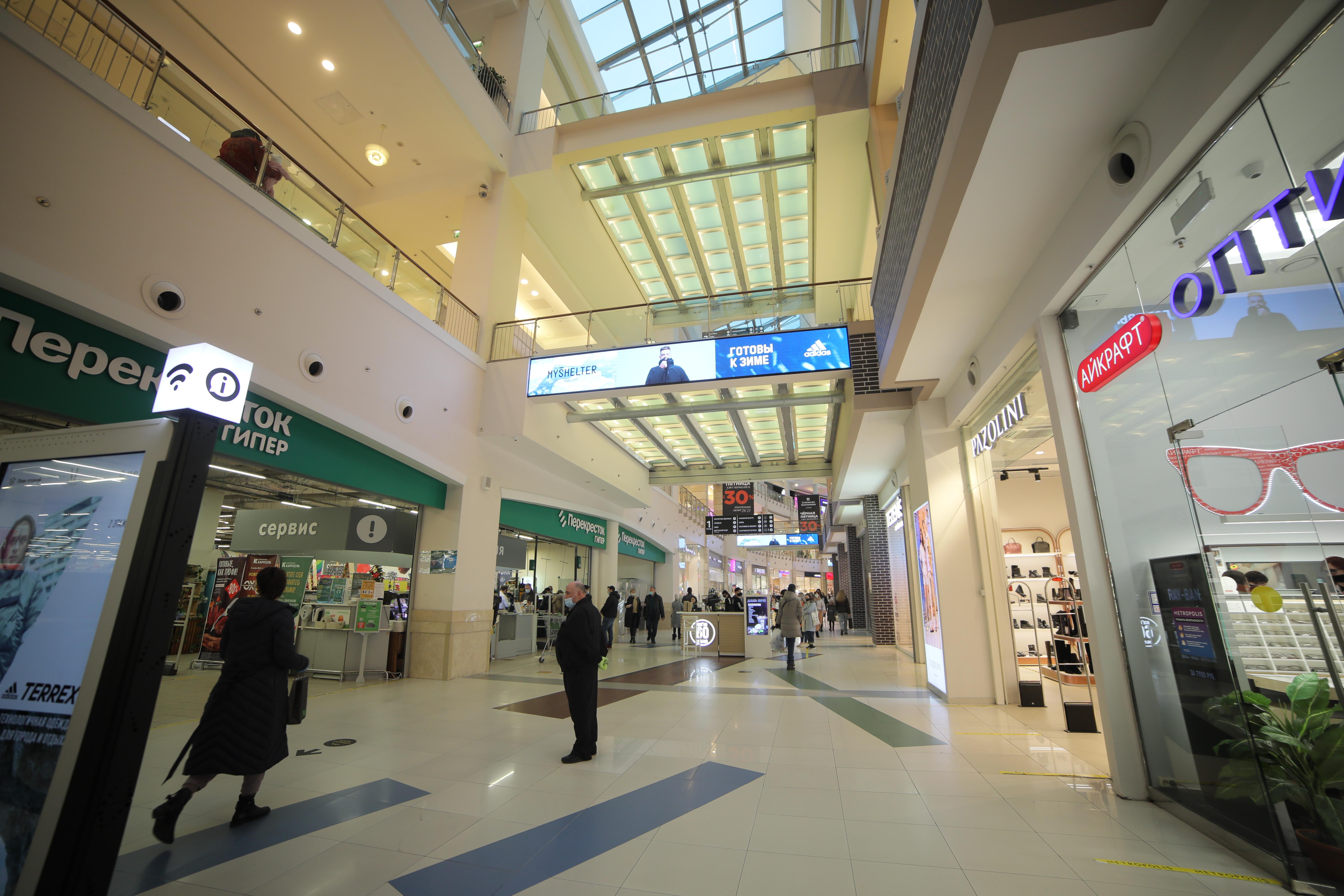 10 межэтажных экранов для ТРЦ Метрополис
