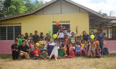 Making art with Orang Asli children in Kampung Rasau, heart touching!