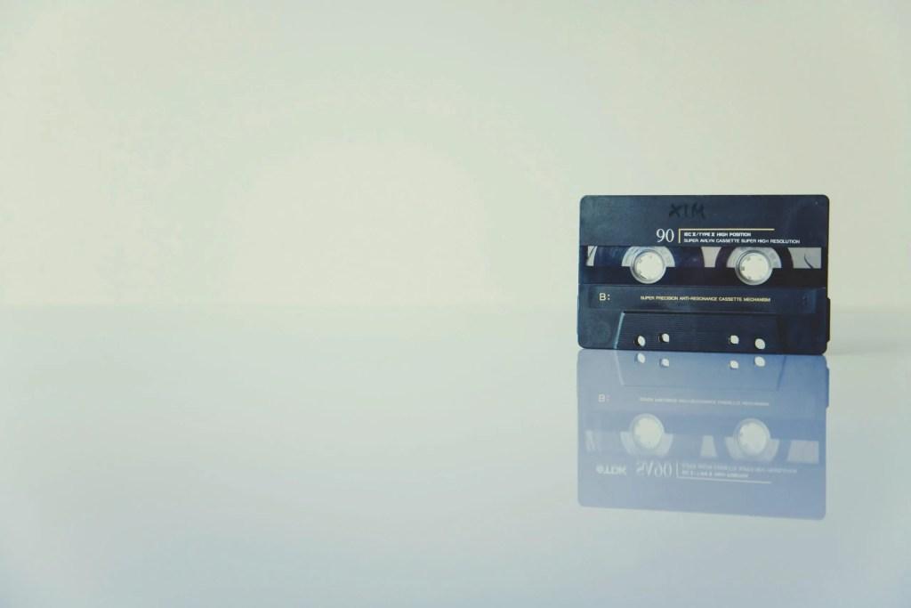 CERPEN | Pita Suara Mona Fandey oleh M. Navin