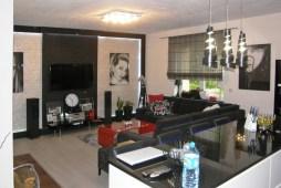 widok z drugiej strony na salon w apartamencie do sprzedaży w Szczawnie-Zdroju