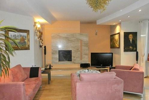 na zdjęciu salon w luksusowej posiadłości do sprzedaży w okolicach Częstochowy