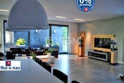 zdjęcie przedstawia salon w luksusowej willi do sprzedaży w Szczecinie
